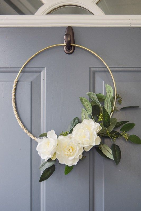 Photo of DIY minimalist gold and white winter wreath