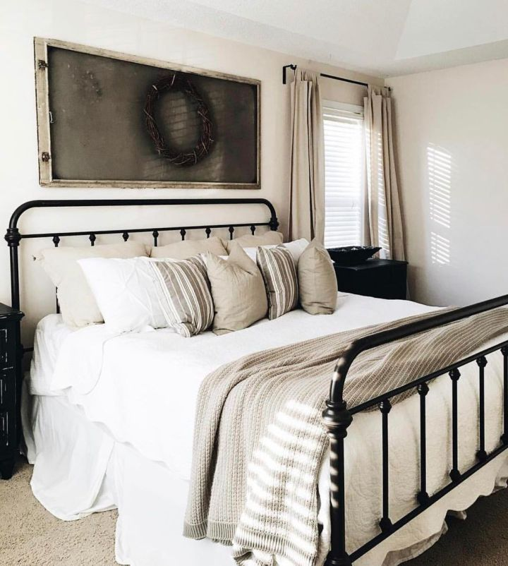. Stunning Vintage Farmhouse Bedroom Decoration Ideas 50   For the