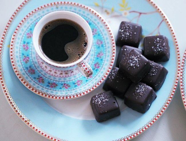 Nelliinan vaatehuone: Starbucks-kahvit kotikeittiöön sekä Pirkka Tumma suklaakonvehdit #Starbucks #kruoka