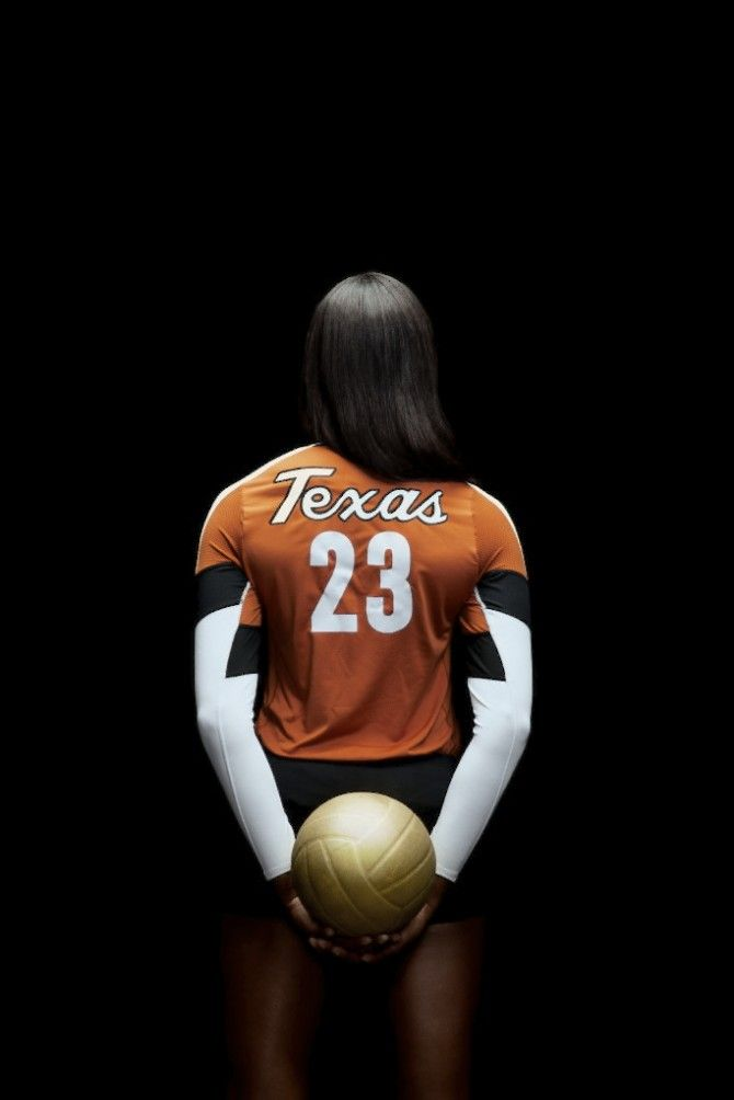 Photographer Matt Wright Steel Queen Of The Court University Of Texas Alcalde Volleyball Senior Pictures Volleyball Photography Volleyball Team Pictures