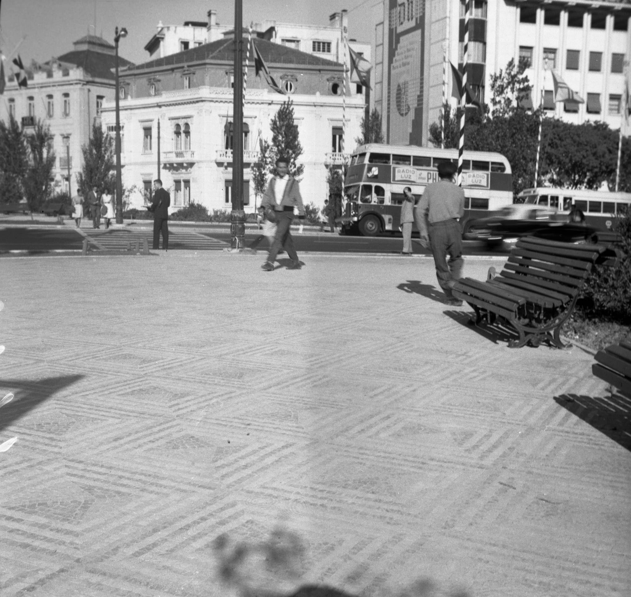 Pavimento de passeios, Rotunda, (A. Goulart, c. 1960)