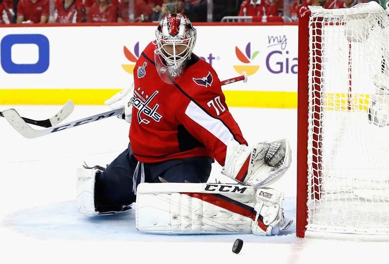 Washington Dc June 02 Goaltender Braden Holtby 70 Of The Washington Capitals Watches As The Puck Washington Capitals Nhl Stanley Cup Finals Braden Holtby
