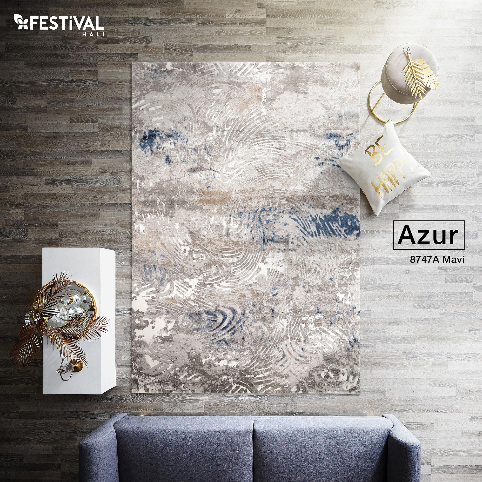 Azur koleksiyonu, modern tasarım çizgisini, yalın geometrisi ile tamamlayarak dekorasyona zenginlik, sizlere mutluluk katıyor. #dekorasyonfikirleri #evdekorasyonu #evmoda #festivalhalı #halı #modern #modernhalı #azur #hali #odadekorasyonu #mavi