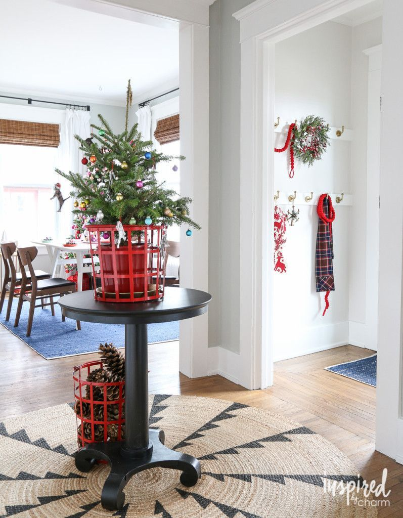 holiday christmas entryway decor ideas