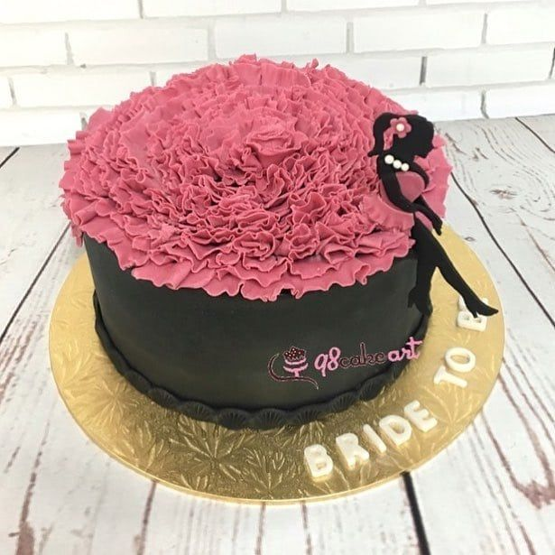 Follow Q8cakeart For Delicious Decorative Cakes For All Kinds Of Events Delivery Service Available Cake Desserts Food