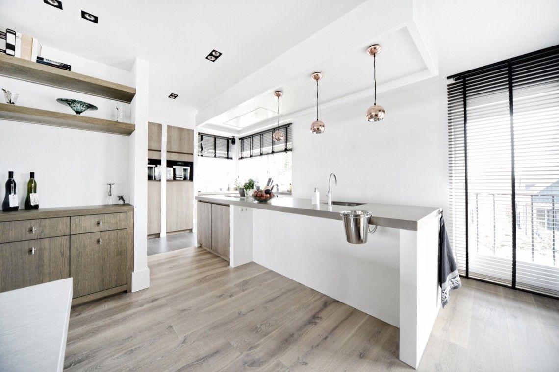 Kembra moderne keuken luxe keuken op maat in licht eiken hoog