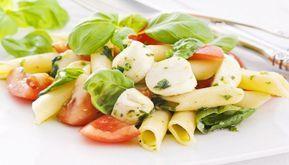 Solitamente un'insalata di pasta è un piatto unico che in molti preparano quando comincia ad approssimarsi la bella stagione. Una bella pasta fredda di primavera è quello che fa al caso di chi magari necessita di prepararsi qualcosa per il giorno dopo o per una gita fuori porta #magariungiorno