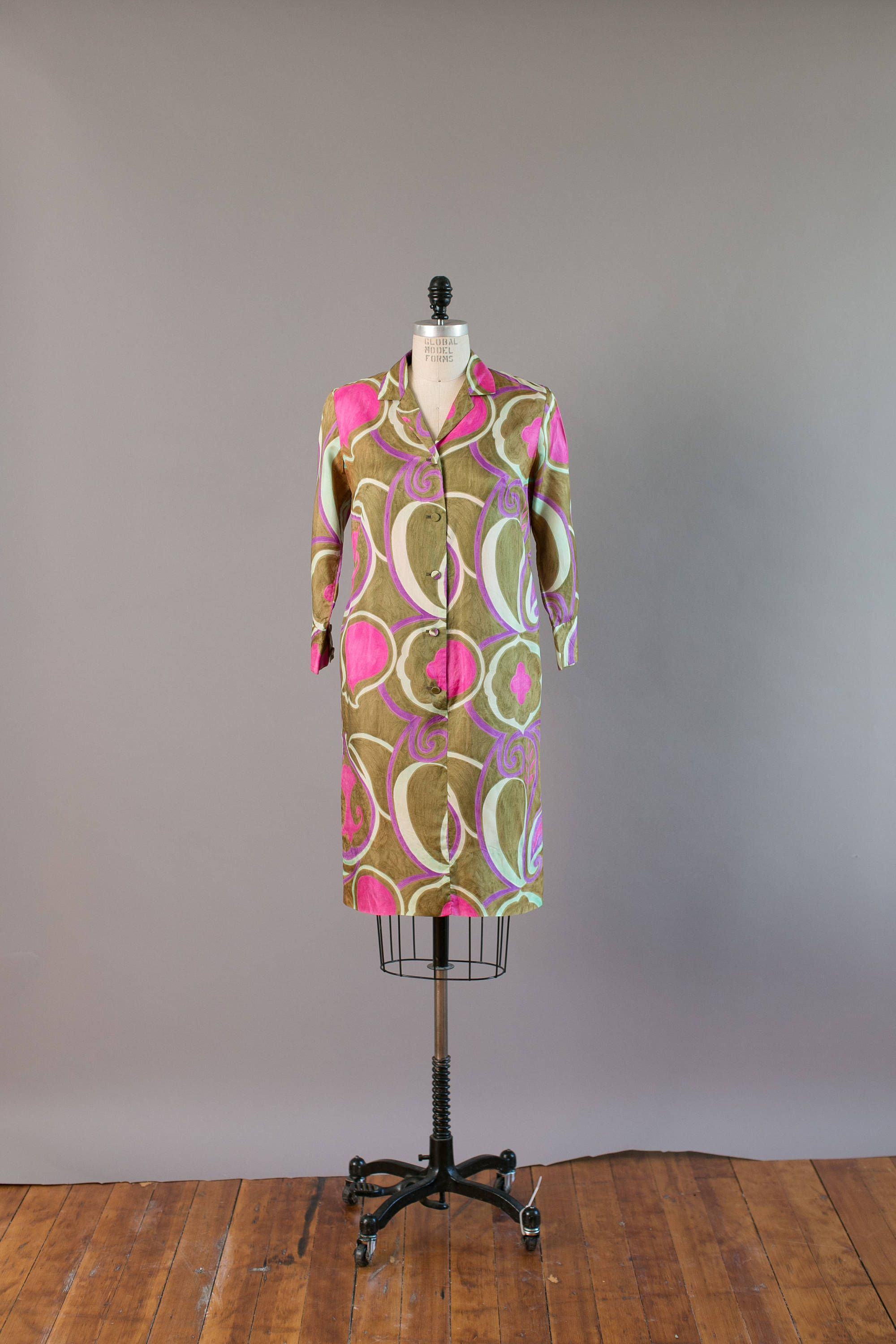 Vintage Early 1960s Alfred Shaheen Hawaiian Printed Designer Etsy Hawaiian Print Vintage Clothing Online Button Front Dress