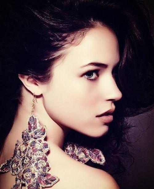 Alexis Knapp - Profile | Alexis knapp, Alexis, Gorgeous
