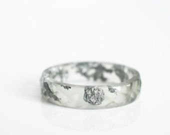 size 8.5 thin multifaceted eco resin ring | light graphite grey eco resin with metallic silver leaf flakes