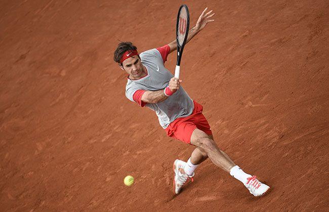 Dad Of Four Plays Tennis Beautifully Tennis Photos Roger Federer Play Tennis