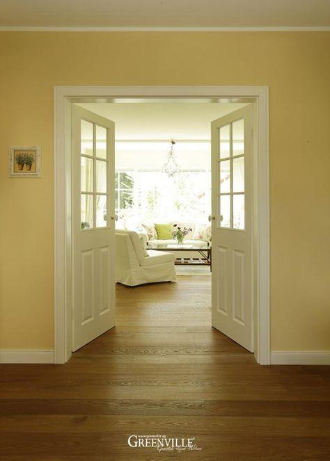 Die doppelte Flügeltür ist im unteren Bereich geschlossen So hat - umbau wohnzimmer ideen