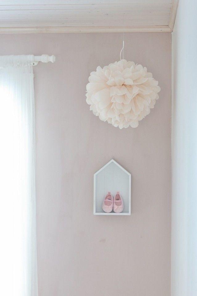 Lastenhuone / girl's room