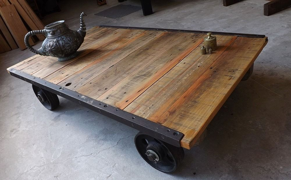 Mesa ratona industrial hierro madera con ruedas 9 for Mesa ratona