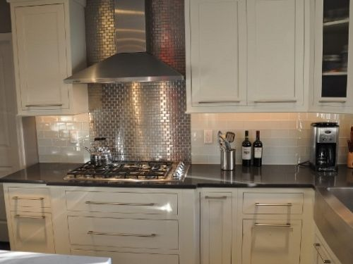Modern White Kitchen With Stainless Backsplash Best And Popular