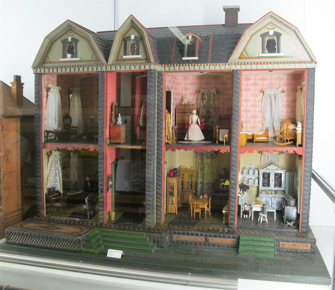 F A O Schwartz Mystery Dolls House Tour Antique Dollhouse
