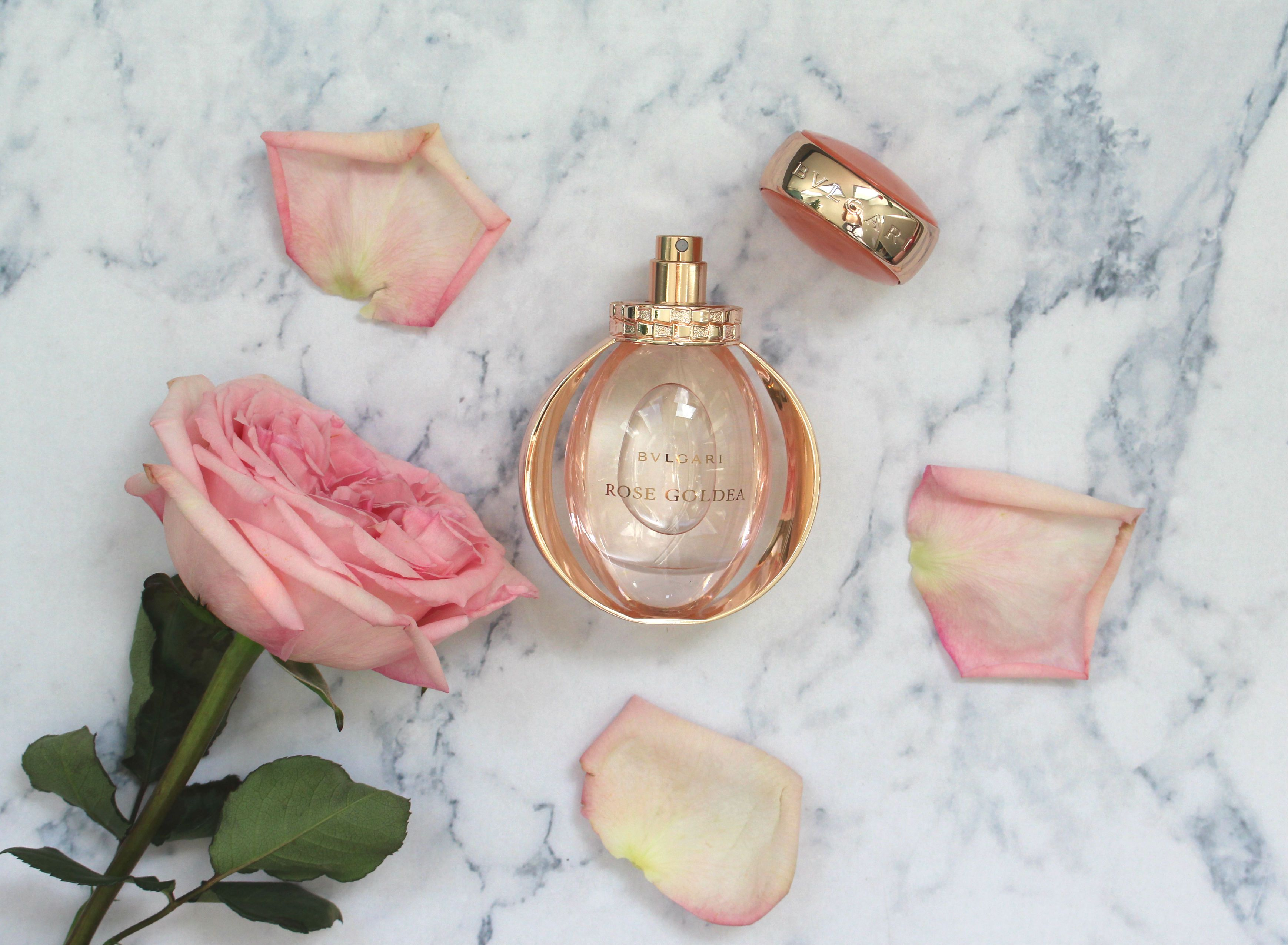 Rose goldea favorite fragrances pinterest perfume bvlgari and rose beauty das bvlgari rose goldea eau de parfum umhllt mit zartem duft aus rosen izmirmasajfo