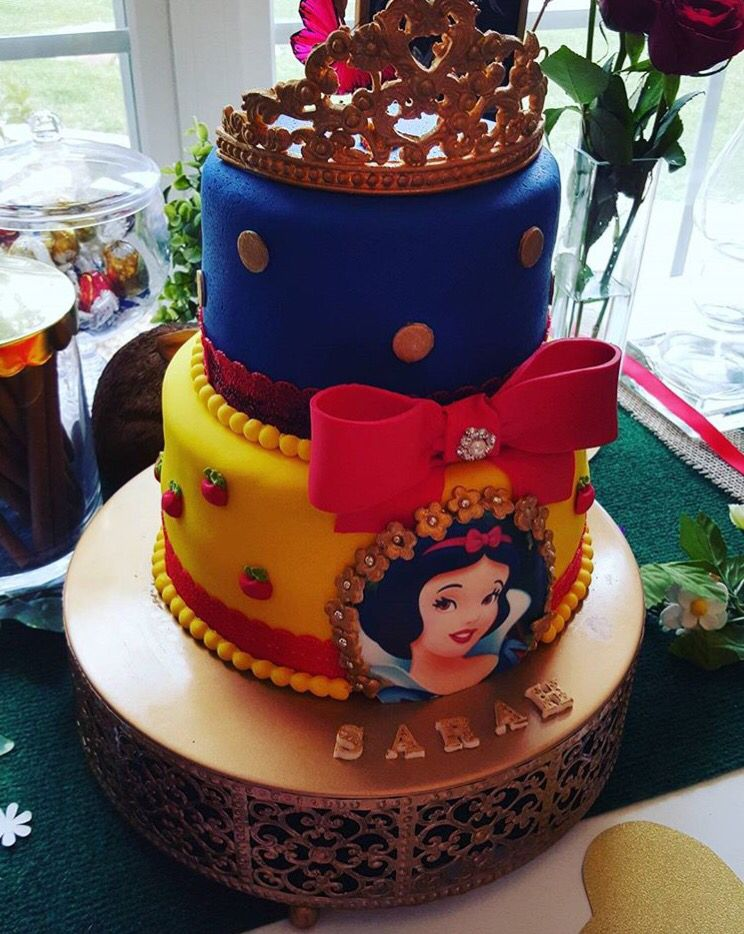 Swell Snowwhite Fondant Cake With Images Snow White Cake White Funny Birthday Cards Online Alyptdamsfinfo