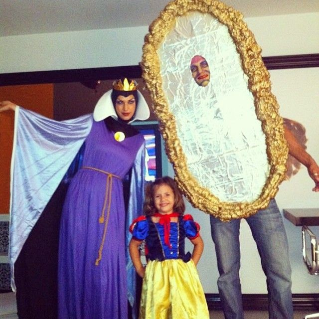 What will you be for Halloween????? #throwback #halloween2012 #lincolnroad #snowwhite #snowwhitecostume #evilqueen #evilqueencostume #mirrormirror #mirroronthewall #mirrorcostume #familycostume #groupcostume #happyhalloween