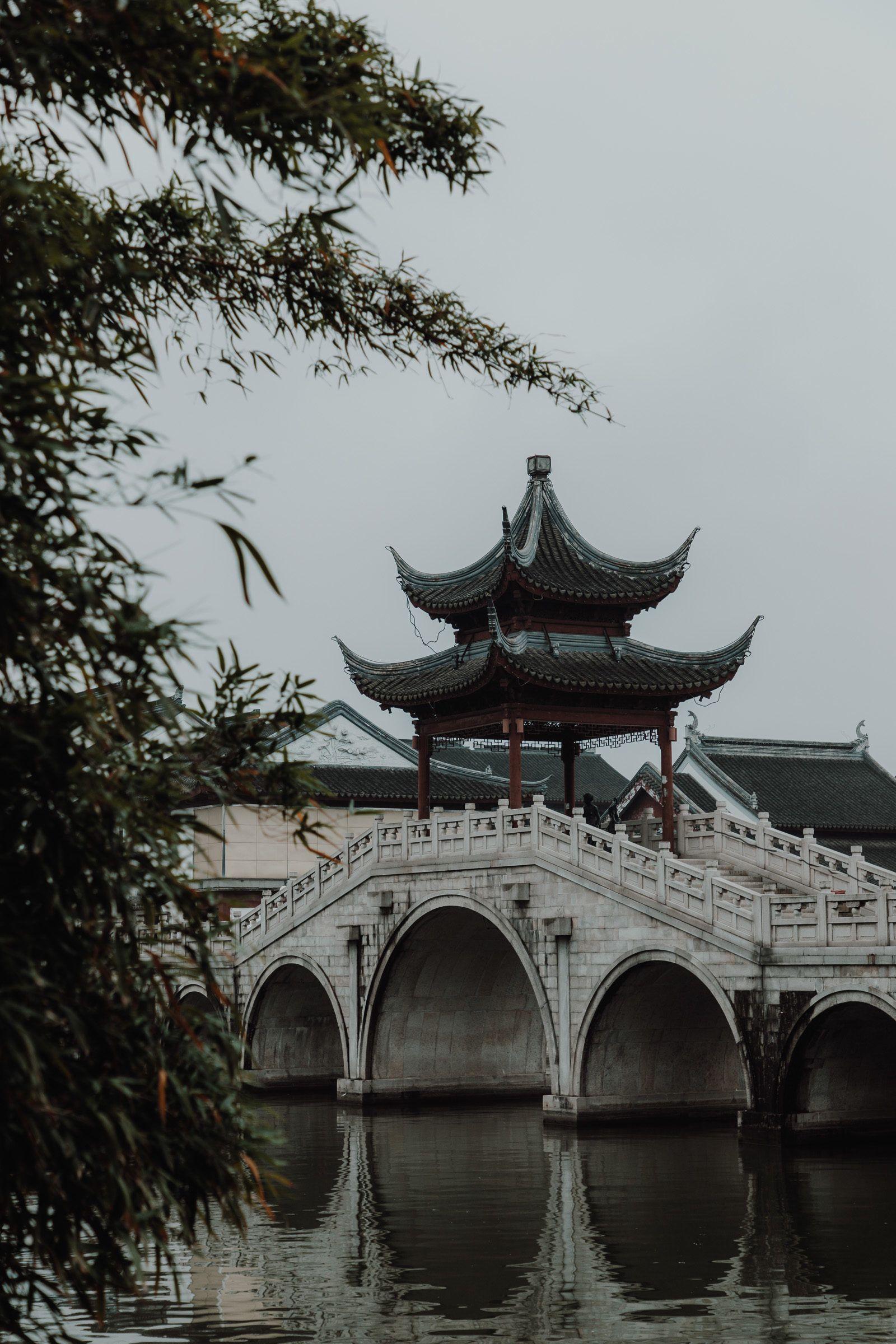 Suzhou, China: Malerische Gärten, romantische Wasserstraßen wie in Venedig und chinesische Geschichte und Kultur. Für jede China Reise ein Tipp! Suzhou liegt in der Nähe von Shanghai und ist der perfekte Ausflug bei einenm Shanghai Trip. #suzhou #china #reise #shanghai
