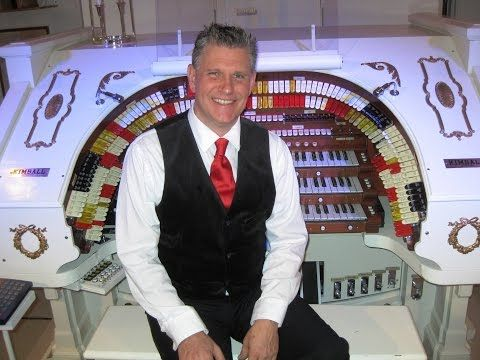Martin Ellis, Theatre Organist and Arranger based in the US.