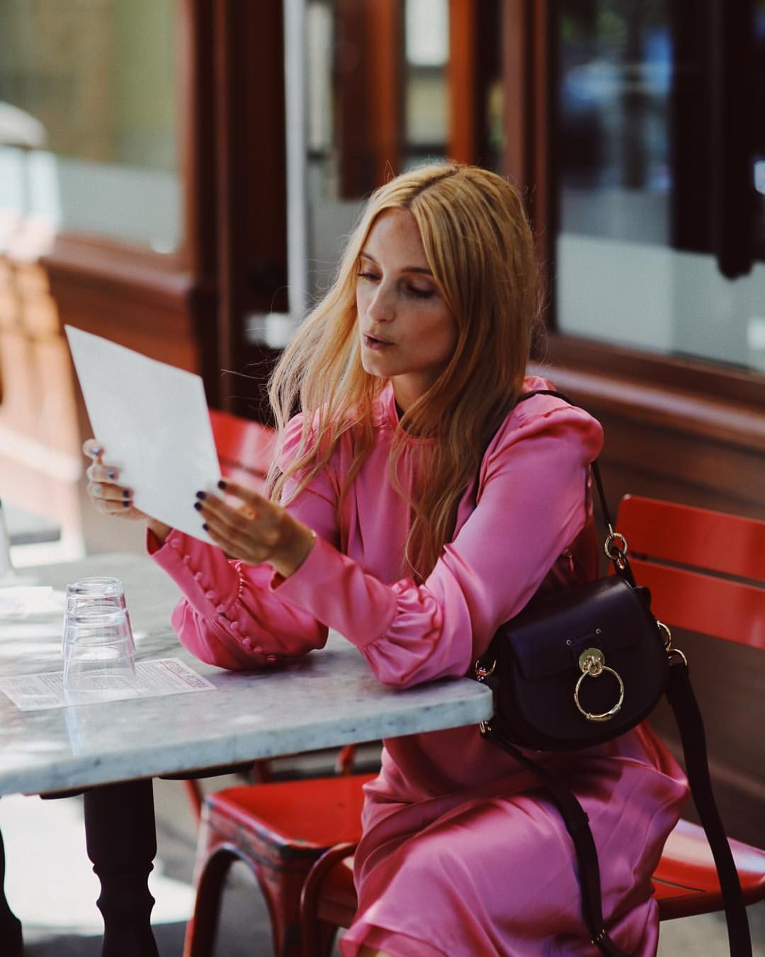 24ecbee18e9d Charlotte GroeneveldさんはInstagramを利用しています 「One pizza Margherita please 🍕 The  new  chloe Tess bag and me out for lunch  fashionweekdiet Ph  moeez ...