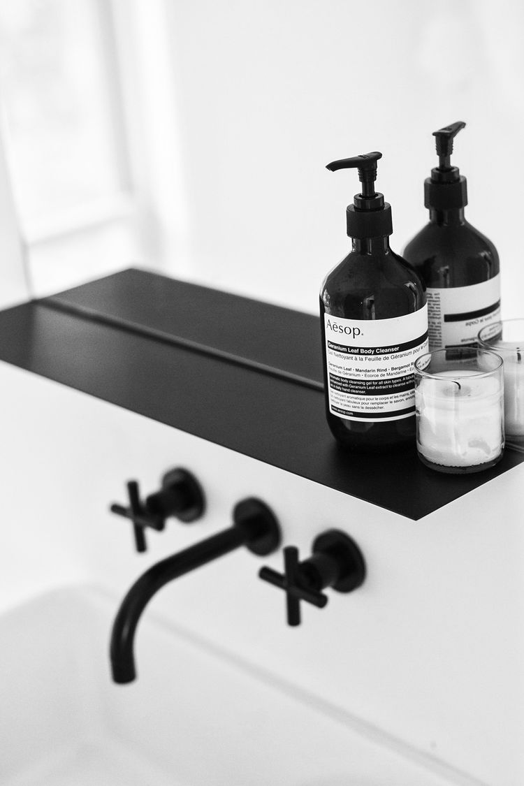black faucets Amee Allsop Architect Hamptons NY 14.JPG | Eenig ...
