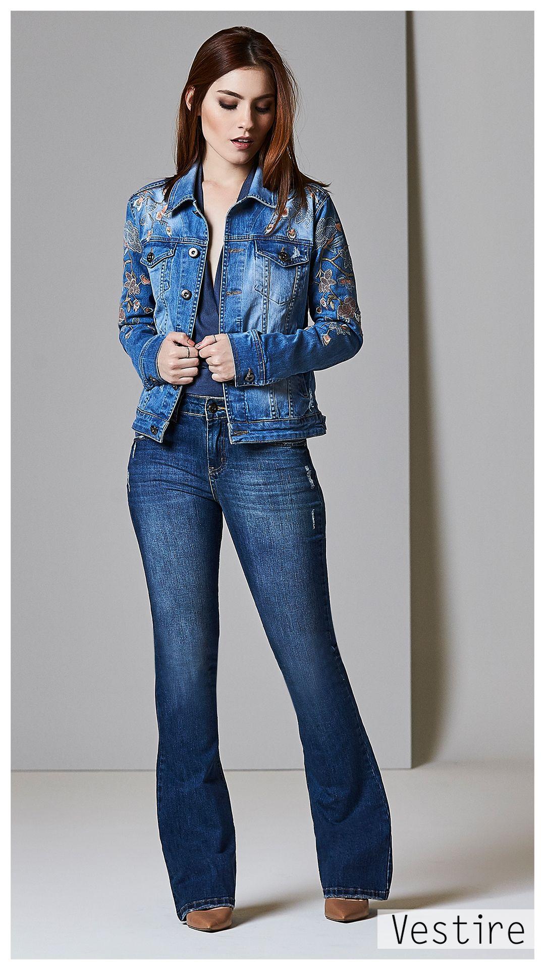 5ec6dd3f8 Look Book: Inverno 17. Tendencia. Denim. Jeans. Camisa Feminina. Vestire  Jeans. Moda Feminina. Jeans Feminino. Calça Flare. Lavagem média. Jaqueta  Jeans ...
