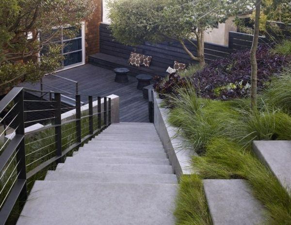 clôture-jardin-lames-bois-foncé-horizontales-escalier-béton | jardin ...
