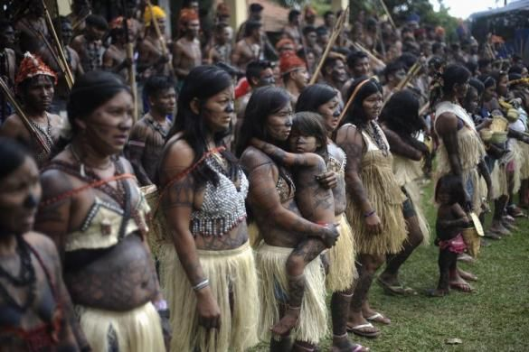 Munduruku Indians attend a meeting consisting of nearly 150 Indians, who are campaigning against the construction of the Belo Monte hydroelectric dam in the Amazon, in Brasilia June 5, 2013.