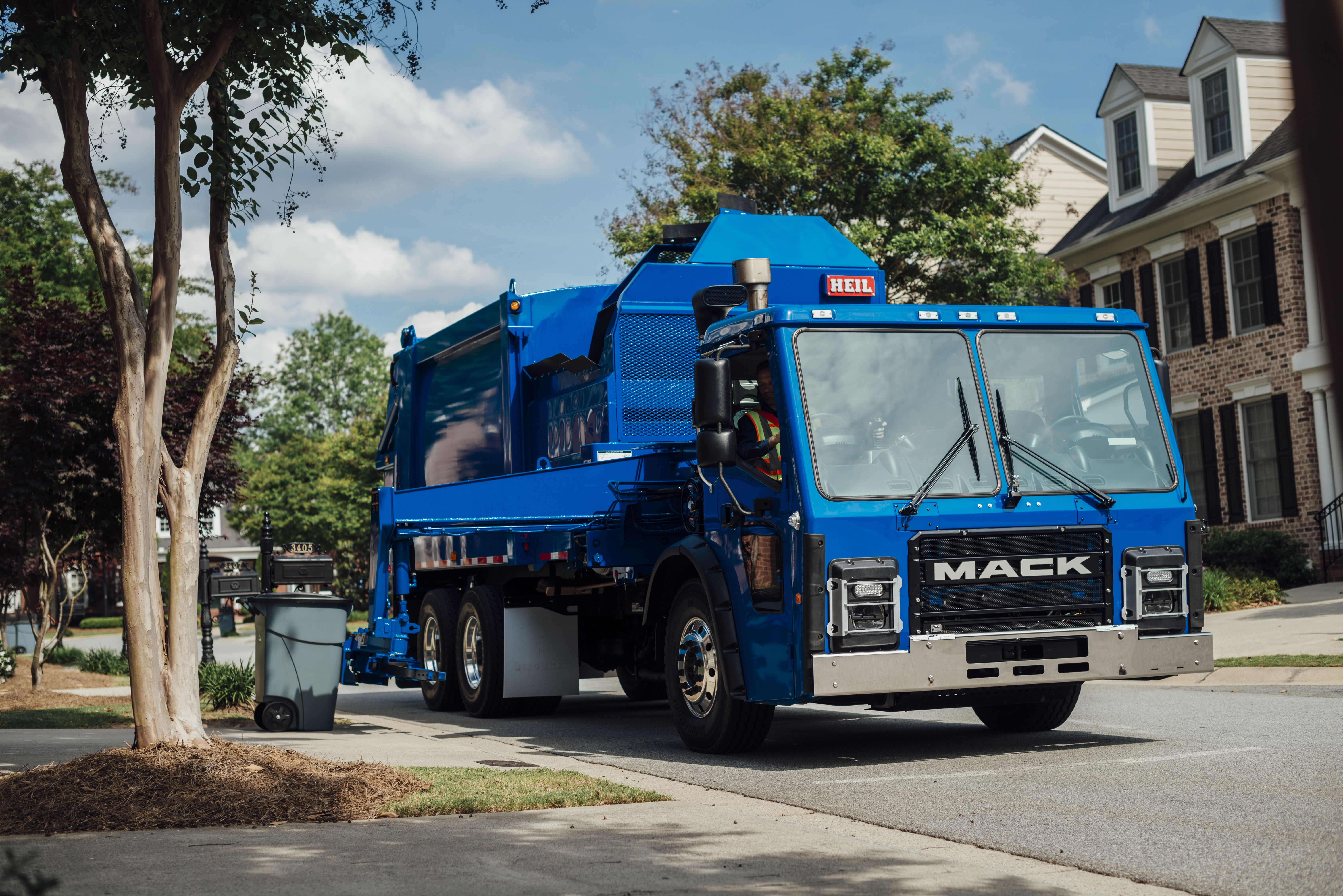 Mack adds new features to LR refuse model Mack trucks