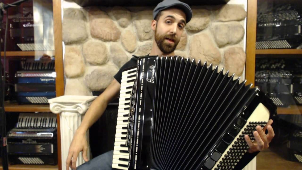 How to Play Piano Accordion Introduction for First Time