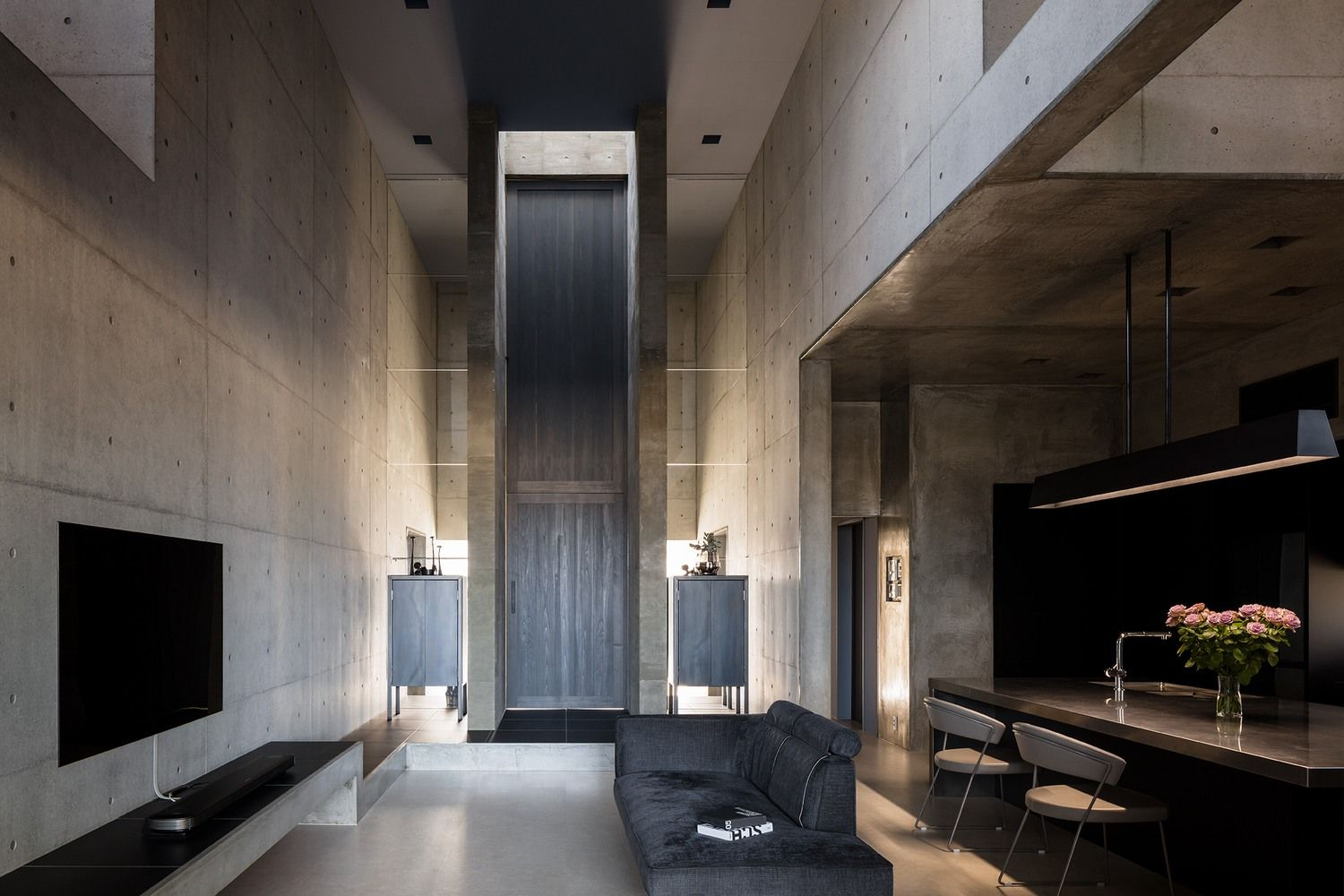 A Concrete Concept Home On A Highway In Shiga Japan Ignant Concrete House Architect Concept Home