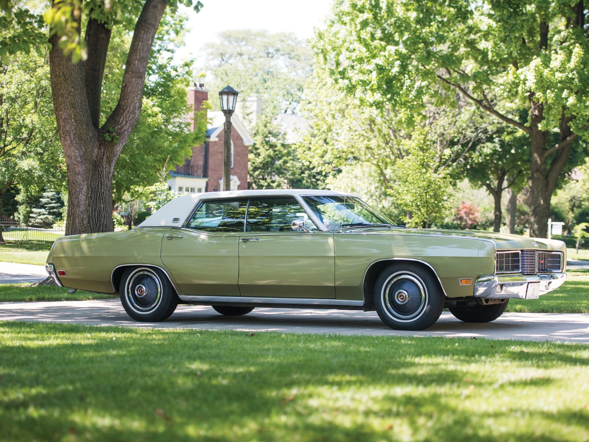 1970 Ford Ltd Hardtop Sedan Yellow With White Vinyl Roof Daddy S I Drove It For Awhile Had About 336 000 Miles On It When He S Ford Ltd Sedan Classic Cars