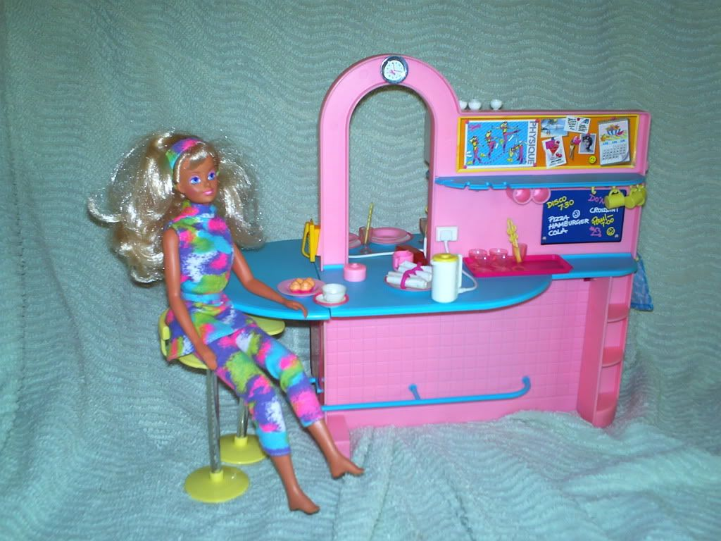 Sindy Kitchen - used this along with the dream room to make an ...
