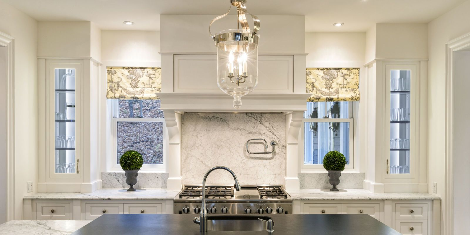 35+ Interior Designers Weigh In On The Best Kitchen Paint Colors ...