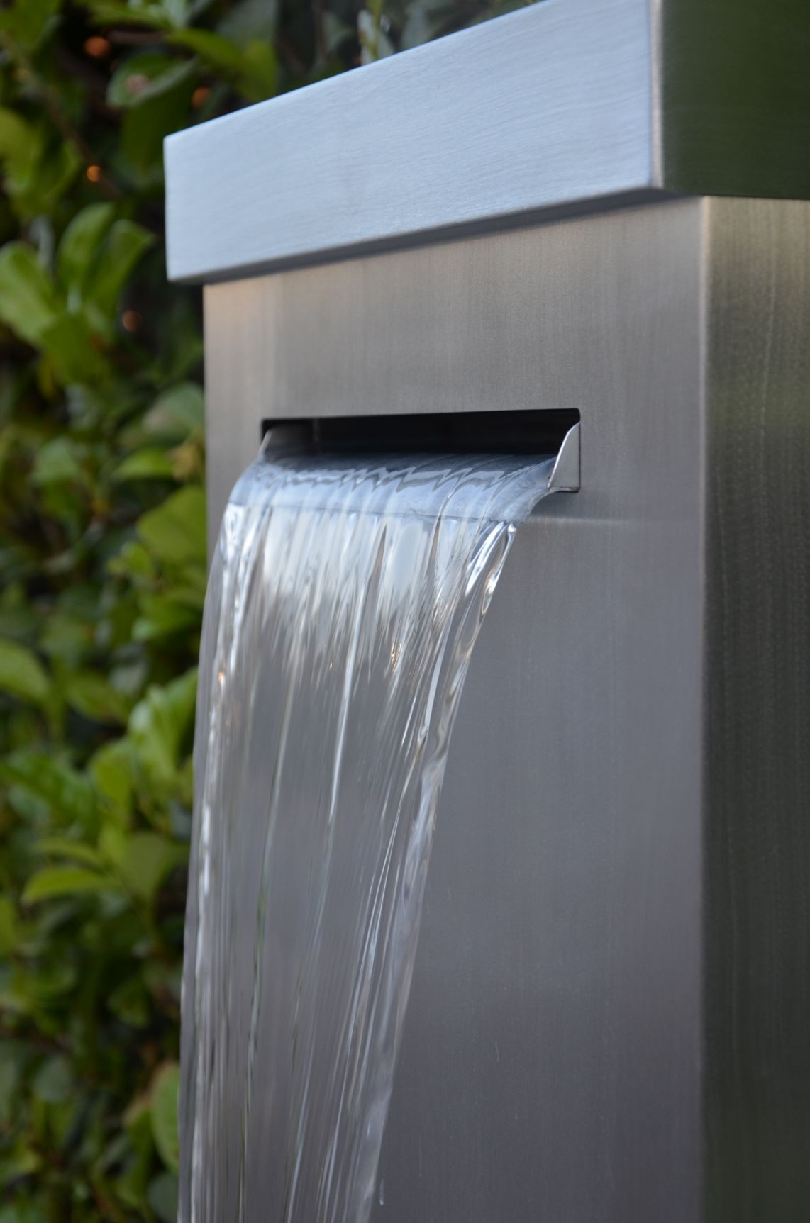 Fontaine de jardin en zinc, à lame d\'eau. Artisan créateur de ...