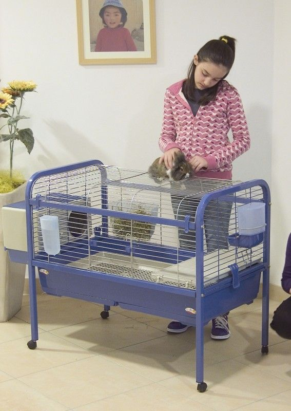la_cage-pour-lapins-luna-102-bleue-avec-support-a-roulettes-27661.jpg
