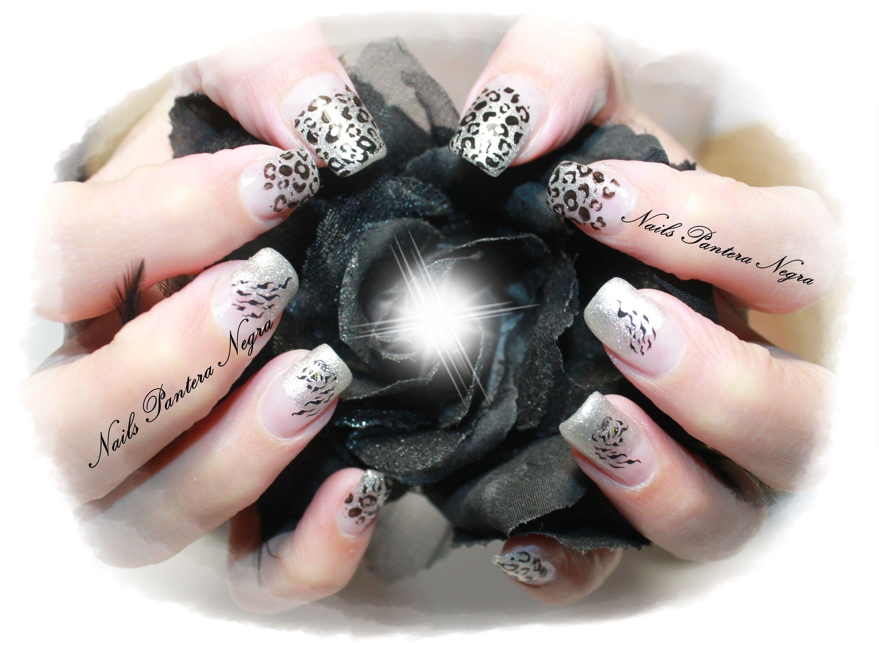 """Unhas em gel em cor prata com nail art Felinos"""""""