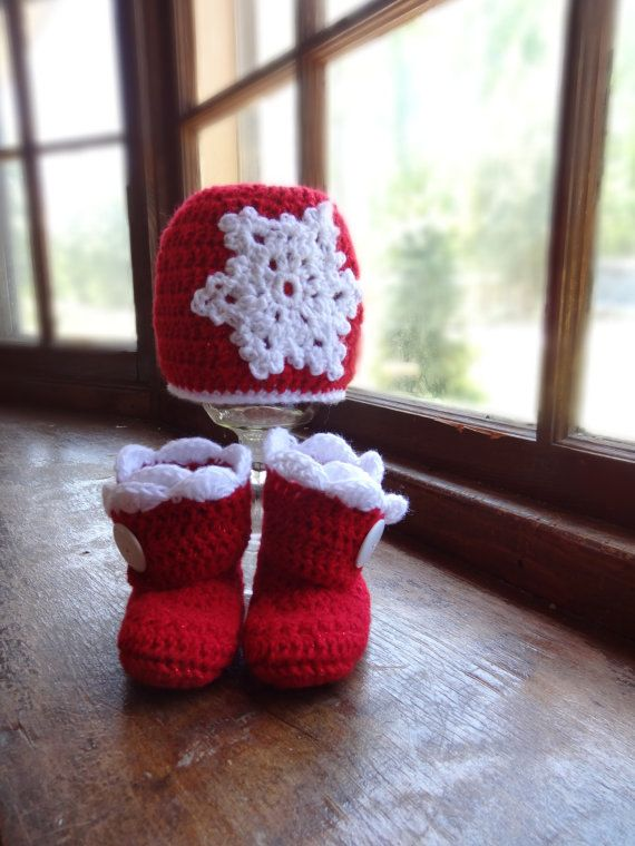 1b58e212fb Baby Girls Christmas Hat and Booties Set - Sizes Newborn to 18 Months on  Etsy