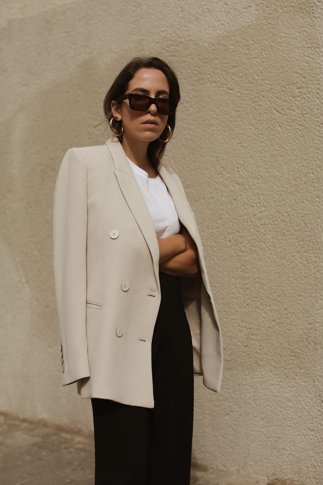 Fiona Dinkelbach from thedashingrider.com wears a nude MANGO blazer, black  FILIPPA K pants
