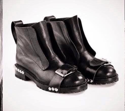 Hey, diesen tollen Etsy-Artikel fand ich bei https://www.etsy.com/de/listing/246146005/new-leather-ankle-boots-with-eyeletsnew