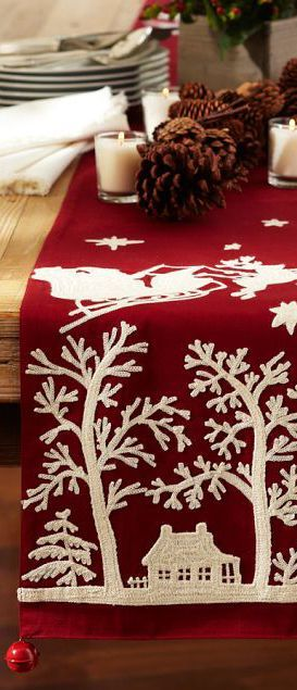 Sleigh Bells corredor de la tabla, es de color rojo, un camino de mesa y Navidad ,, OH YES <Se está gritando MRS.  ¡¡¡VILLANCICO!!!: