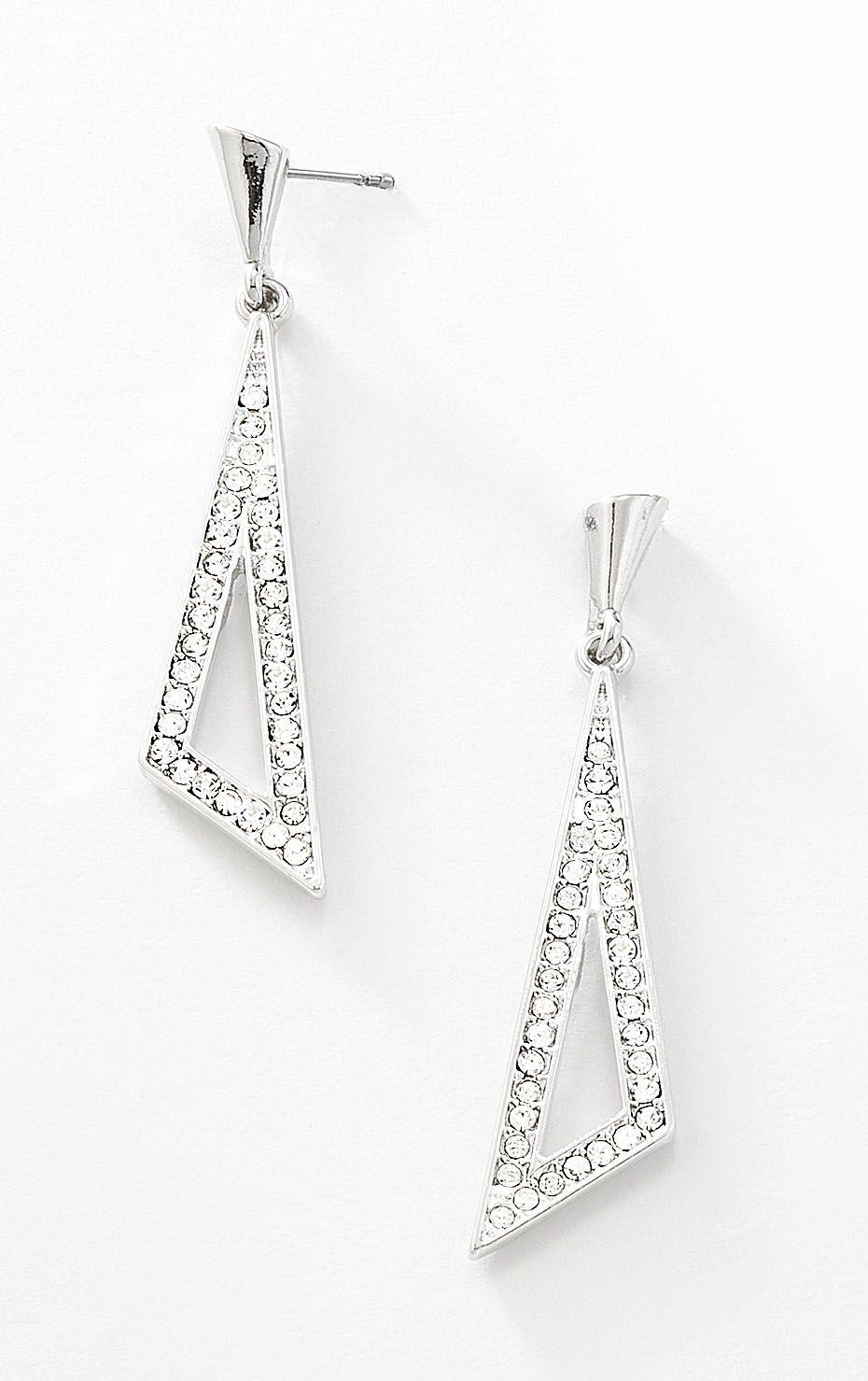 b48276201b8c Hermosos aretes largos triangulares de rodio con piedras de cristal  incrustradas. Modelo 415153.