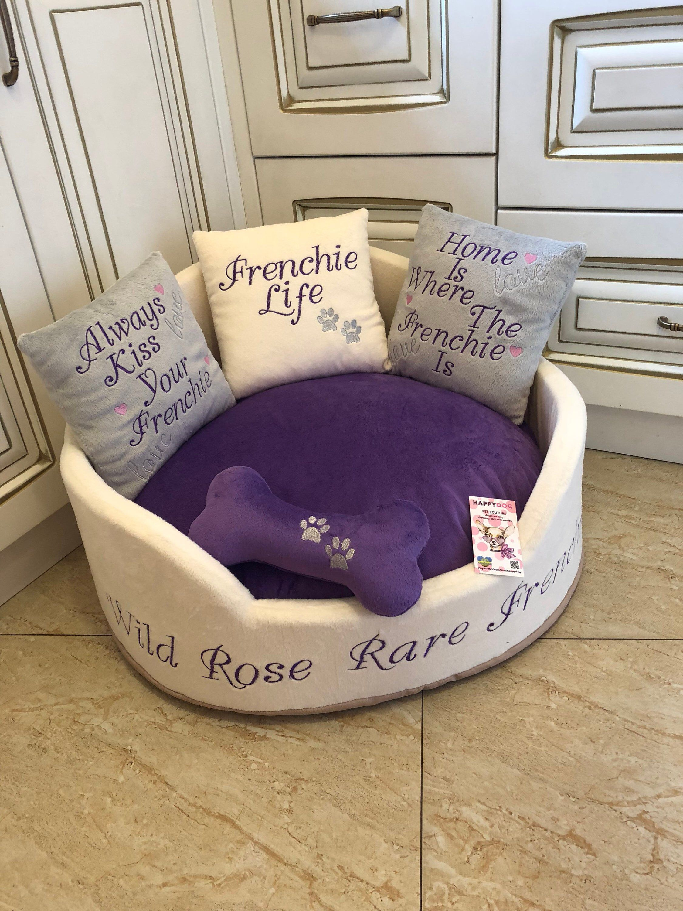 Cucce Piccole Per Cani luxury dog bed in cream and purple gray and cream pet bed