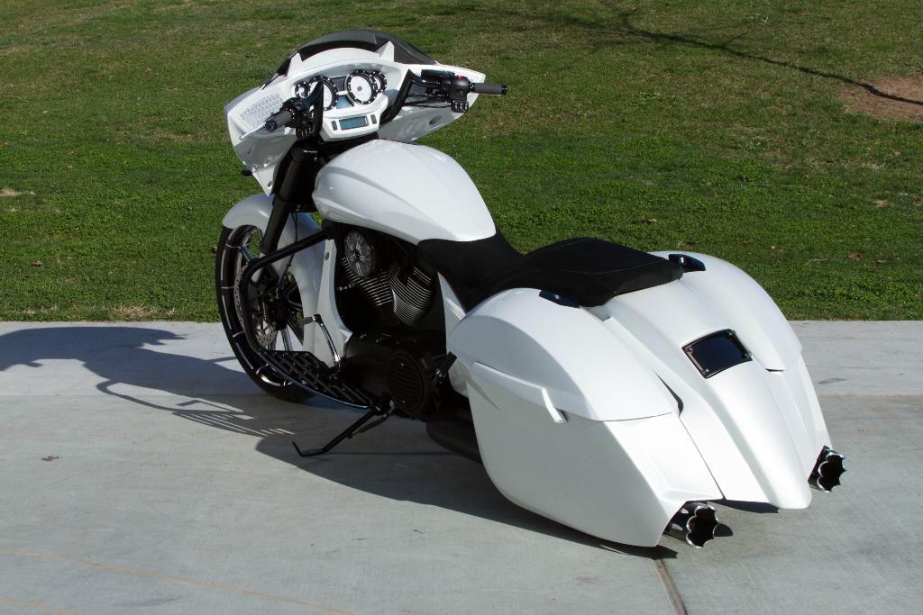 Custom 2014 Victory Cross Country White Metallic