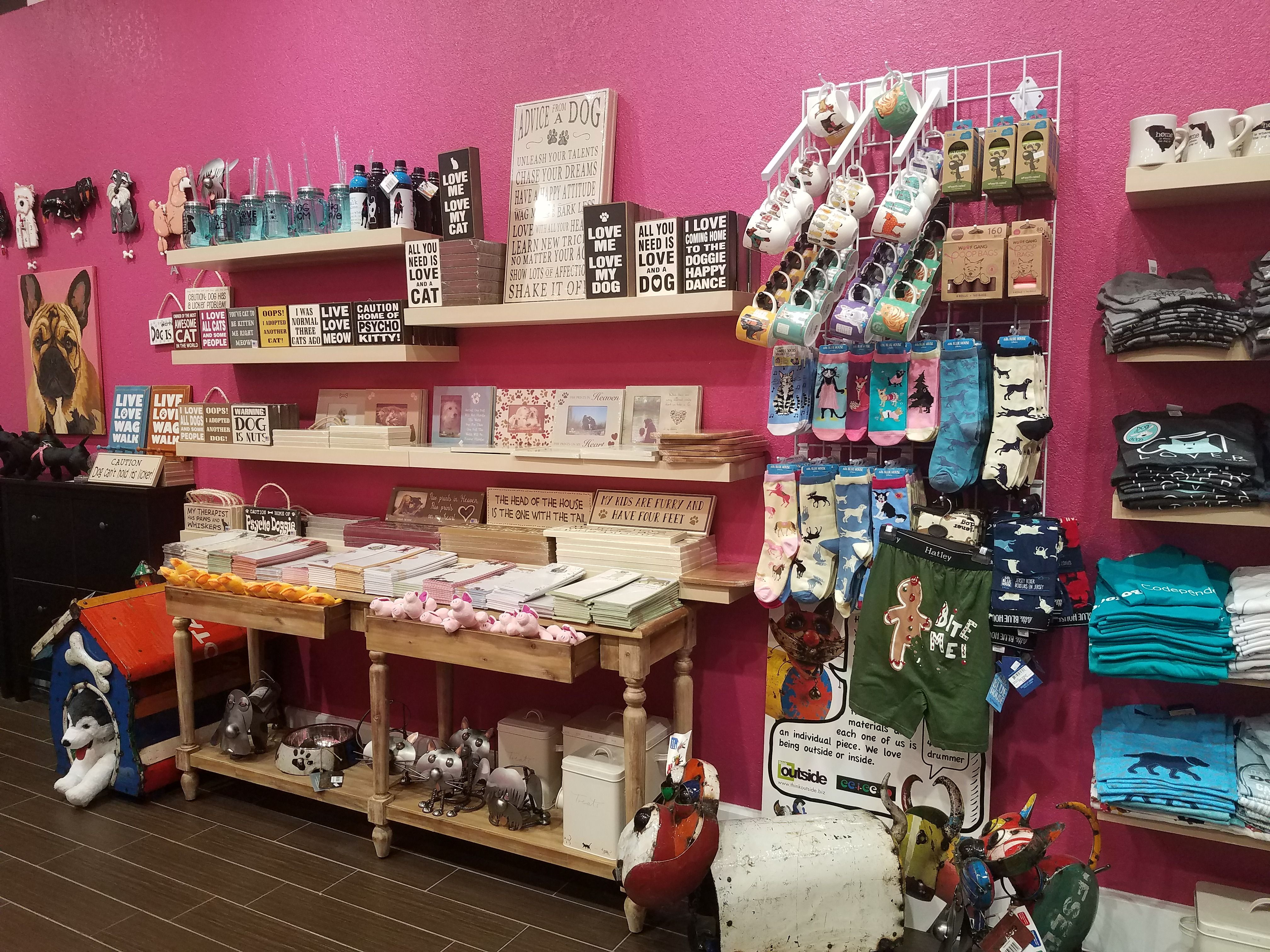 Woof Gang Bakery Florida Mall has some pawesome home decor