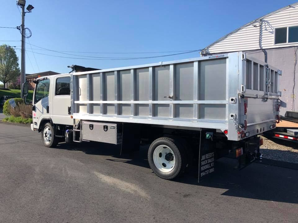 This Isuzu Was Outfitted With A Custom Duramag Bodies Aluminum Landscaper Body And The Usual Accessories Nice Webuildworktruc Trucks Truck And Trailer Body