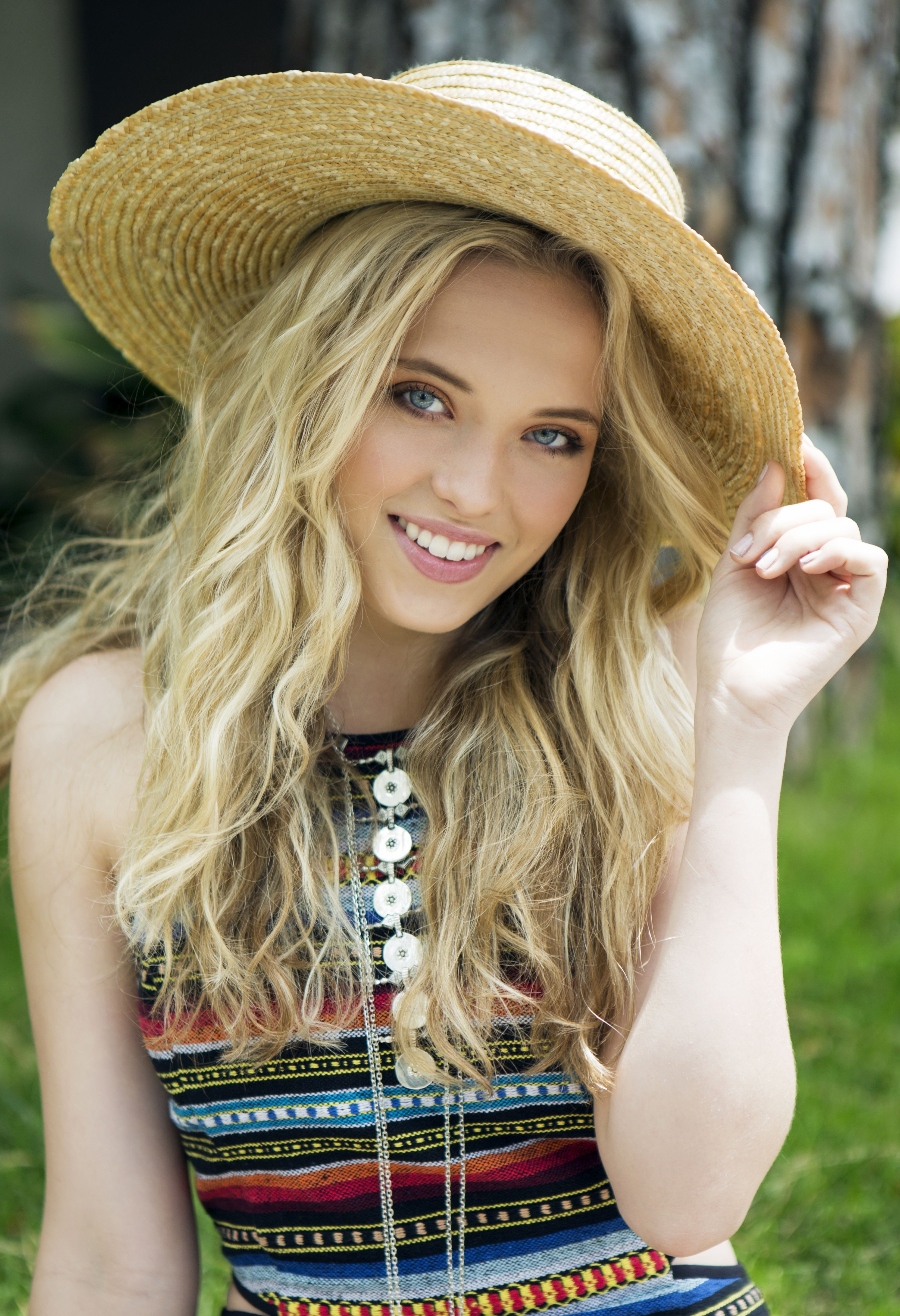 Lauren Taylor Shares What She Learned About Herself From Playing Her Best Friends Whenever Character Lauren Taylor Best Friends Whenever Lauren