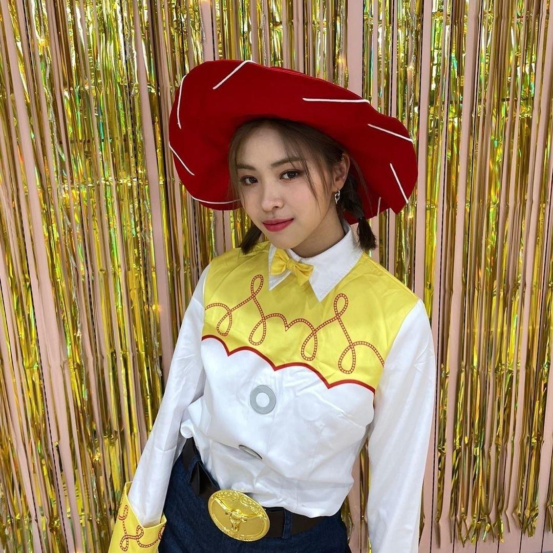 Itzy Official Instagram Update Itzy All In Us December 23 2020 Ryujin Kpop Girls Itzy Korean Girl